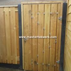 Dichte houten schuttingdeur